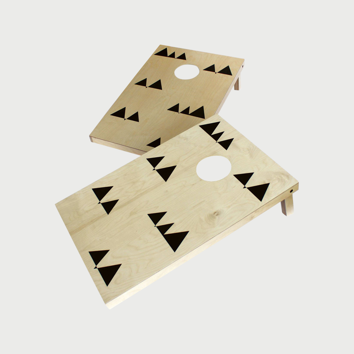 Wolfum triangle cornhole set
