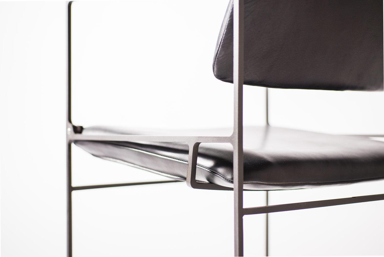 Klein pivot chair
