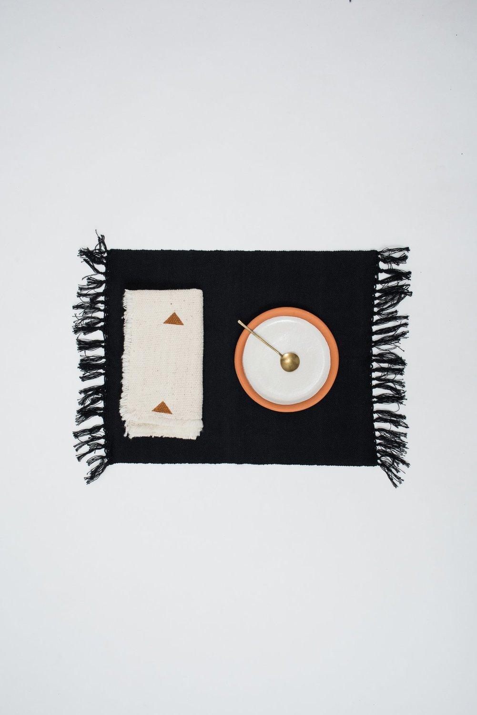 Czh   black woven placemat 4 1 bo x2000