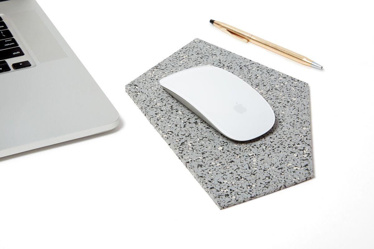 Mouse pad gris slash objects web preview