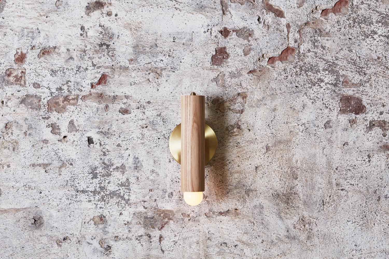 Lodge sconce natural oak plaster 1