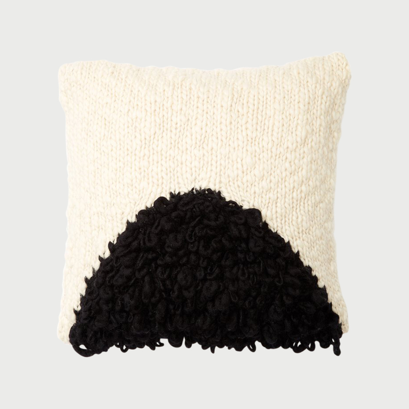 Minna moon shag pillow black
