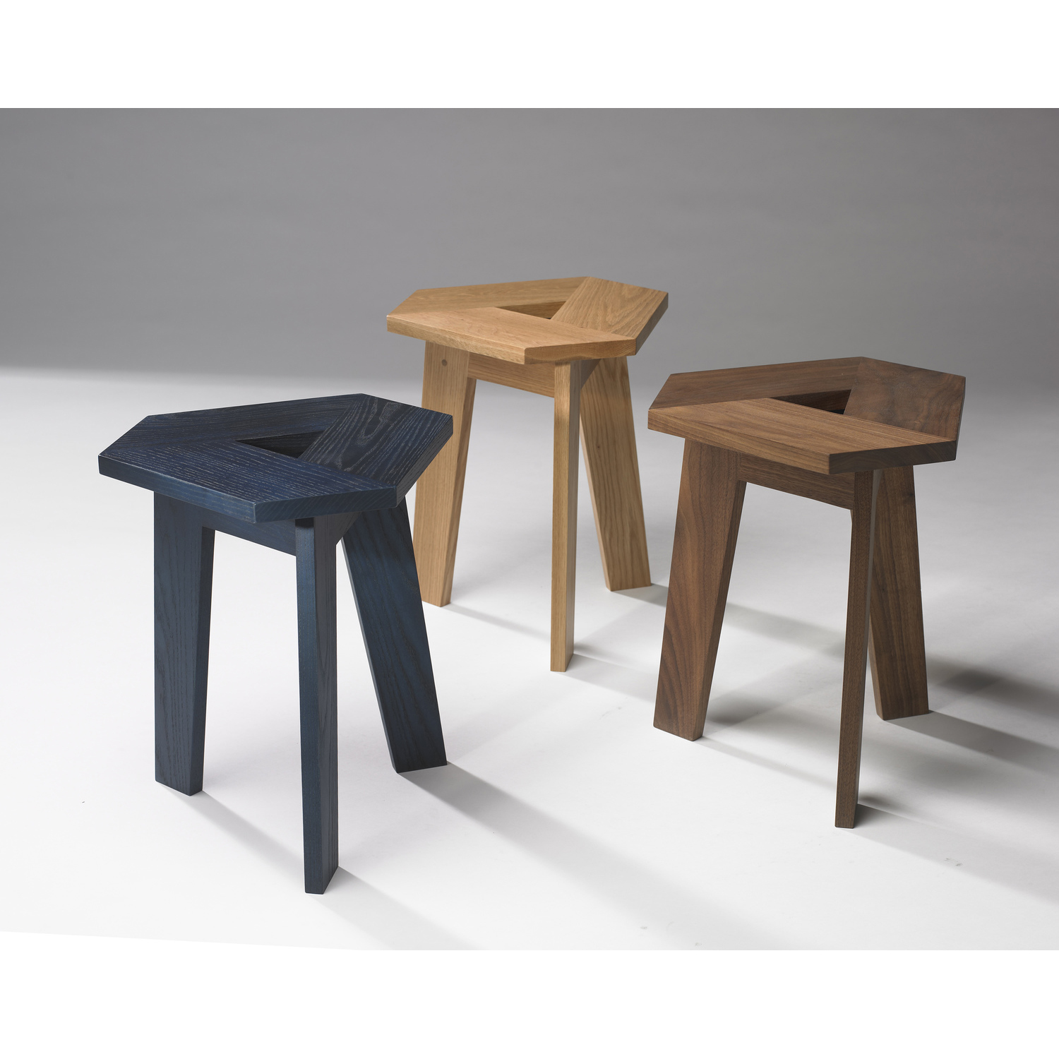 100xbtr tri stools group